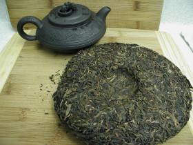Фото: Китайский чай «Шэн Пуэр» в виде блина.
