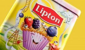 Фото: Банки «Lipton» украсили мультфильмом.